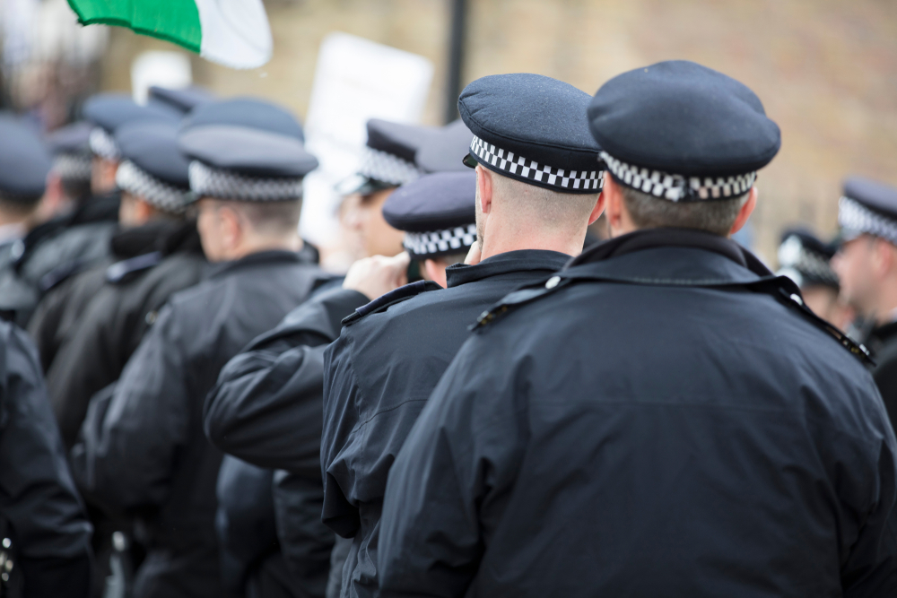 20,000 police officers